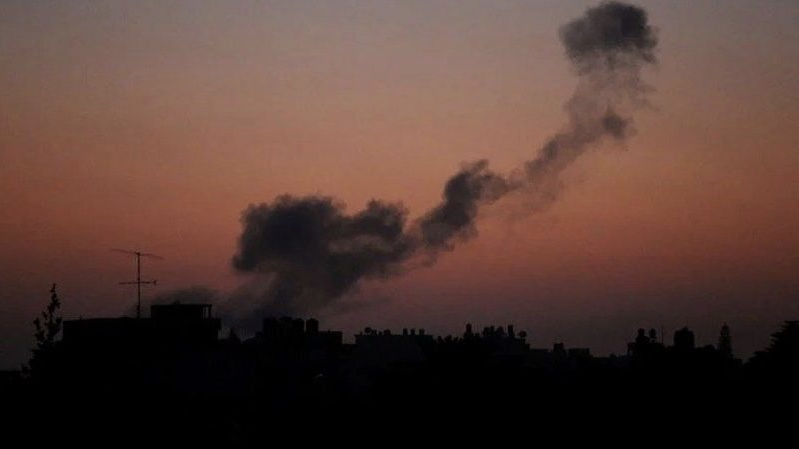 İşgalci İsrail'in savaş uçakları Suriye'yi vurdu