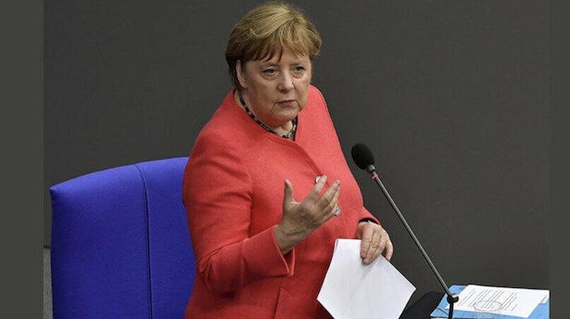 Merkel: Türkiye'yi bazı konularda eleştiriyorum