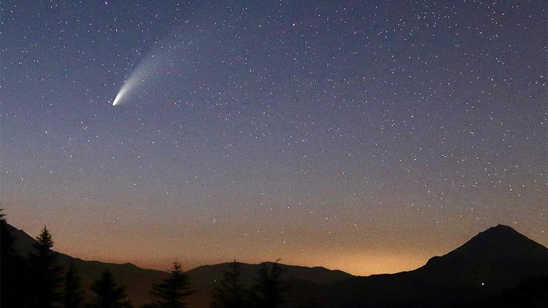 6 bin 800 yılda bir görülen kuyruklu yıldız Antalya'dan fotoğraflandı