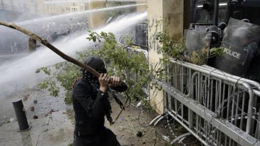 Lübnan'da gösteriler şiddete dönüştü: Yüzlerce yaralı var