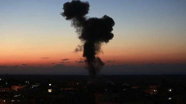 İşgalci İsrail'den Gazze'de Hamas'a ait hedeflere hava saldırısı