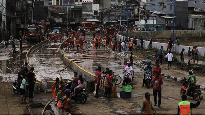 Endonezya'da yaklaşık 67 milyon kişi yoksulluk riski altında