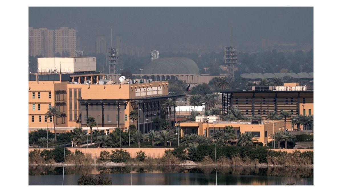 Bağdat'ta ABD elçiliği yakınına 3 füze düştü