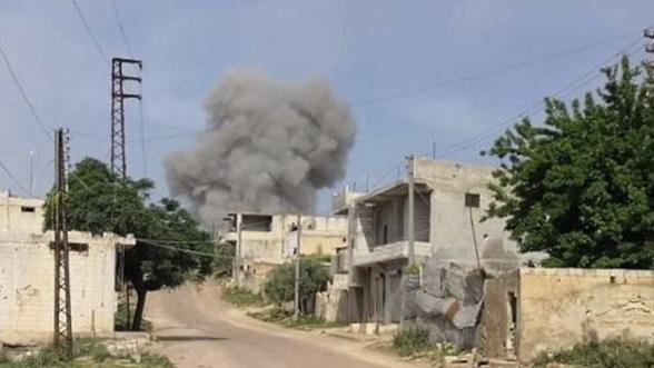 Esad ve Rus uçakları yine İdlib'i hedef aldı : 4 ölü