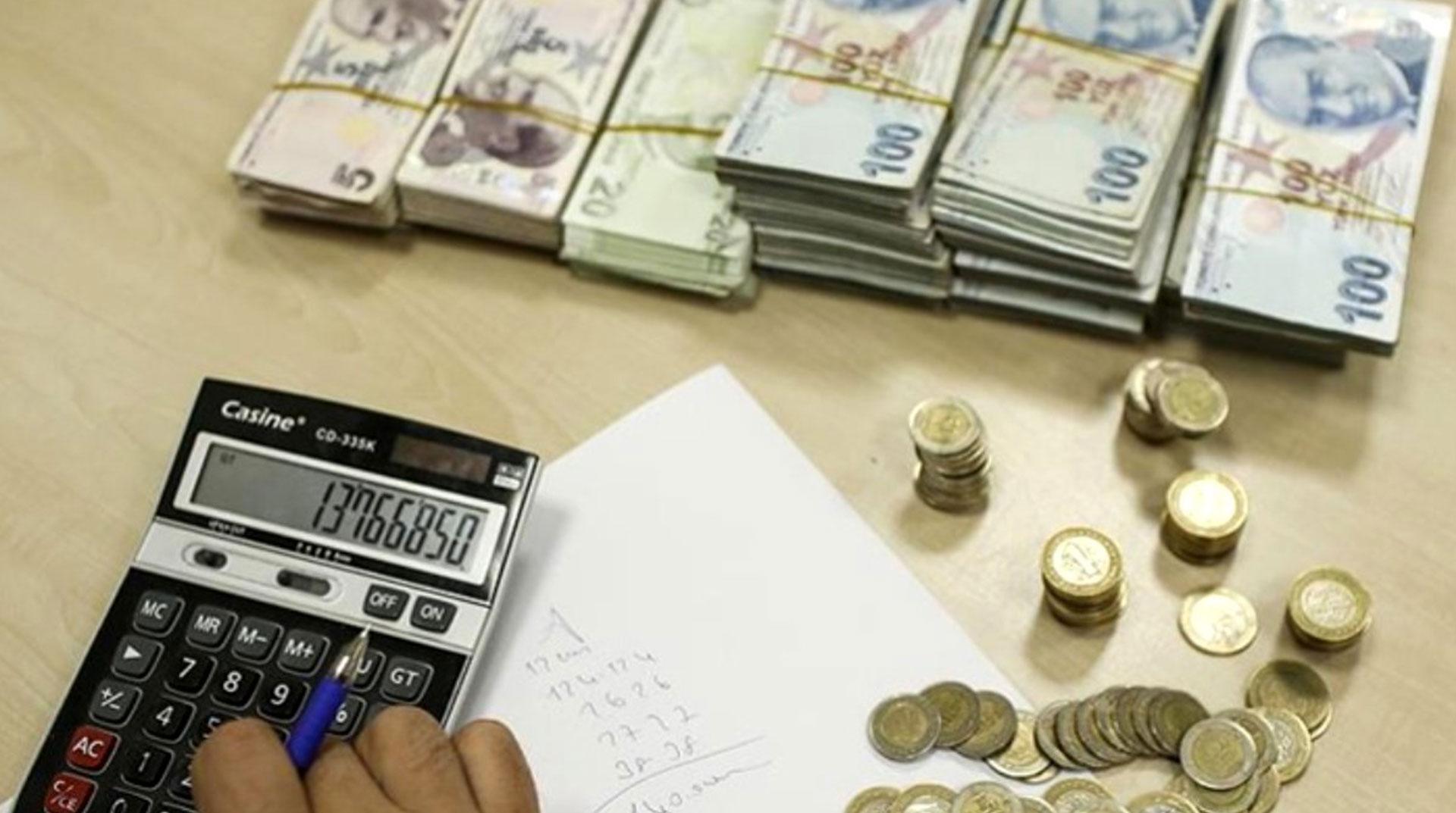 Hazine, toplam 2 milyar 345,7 milyon lira borçlandı