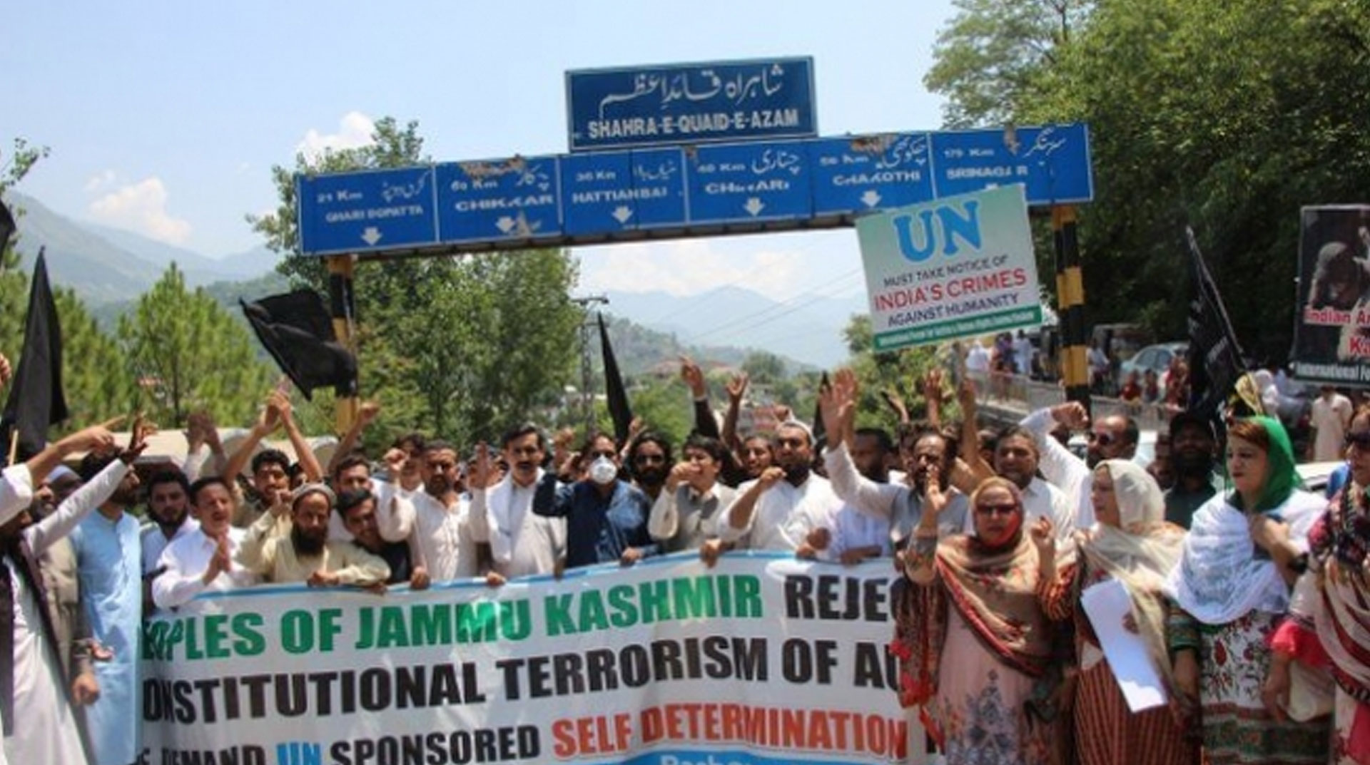 Cammu Keşmir'in özel statüsünün kaldırılması birinci yıldönümünde protesto edildi