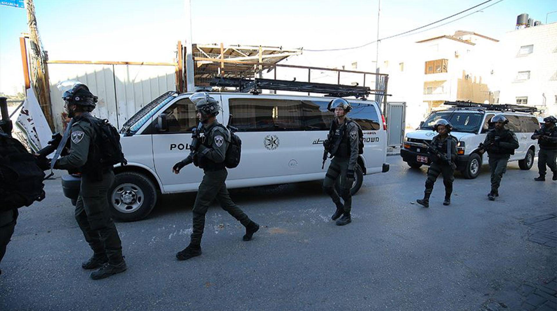 İşgal Güçleri Şeria'nın Batısında 5 Beldenin Giriş-Çıkış Yollarını Kapattı