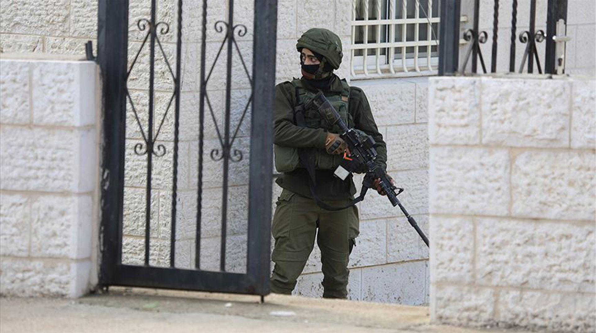İşgal Güçleri 2'si Çocuk 25 Filistinliyi Gözaltına Aldı