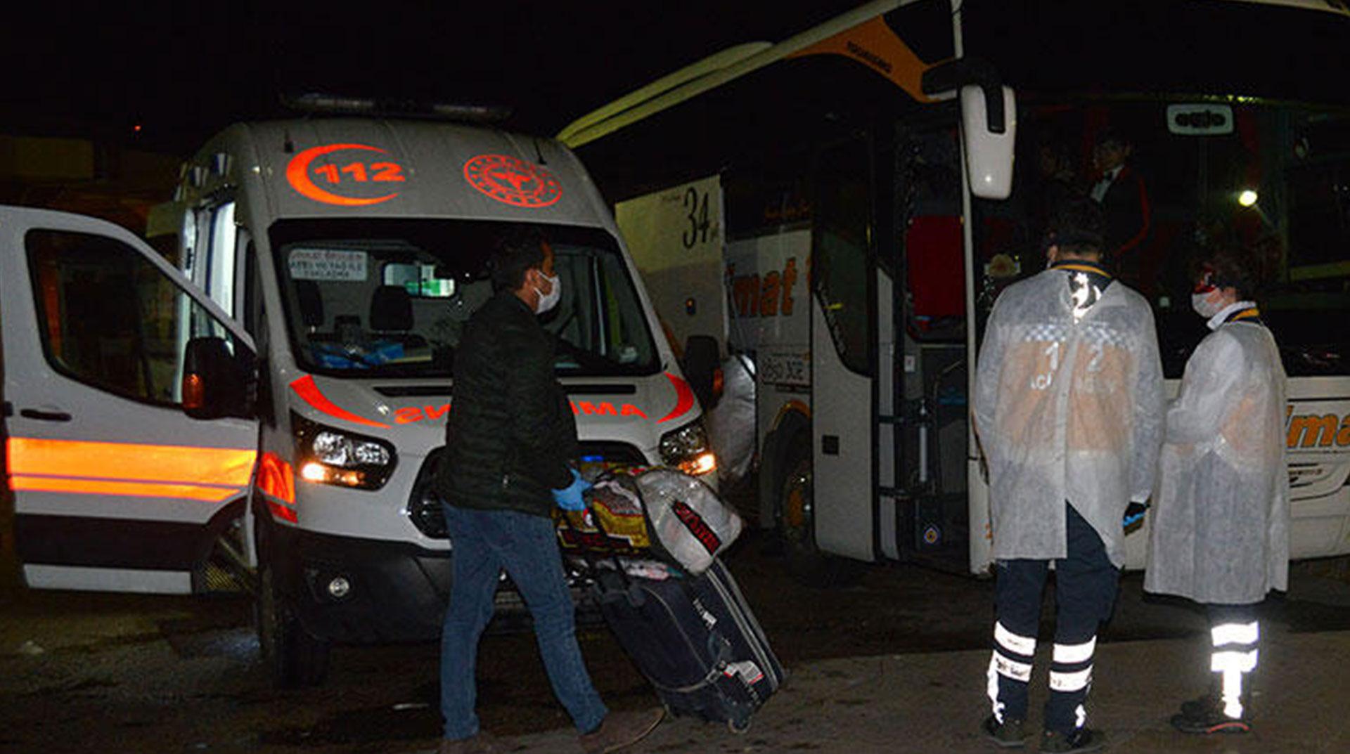 Adana'da Corona Alarmı! Otobüsü Durdurup Müşahedeye Aldılar