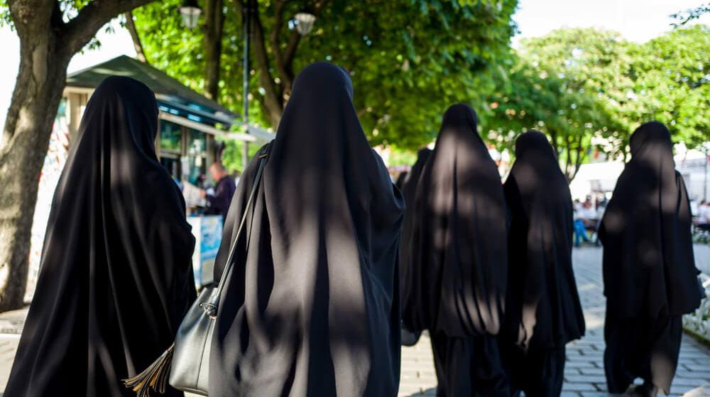 O Ülkeden Emsal Karar: Peçe, Maske Hükmünde Kabul Edilecek