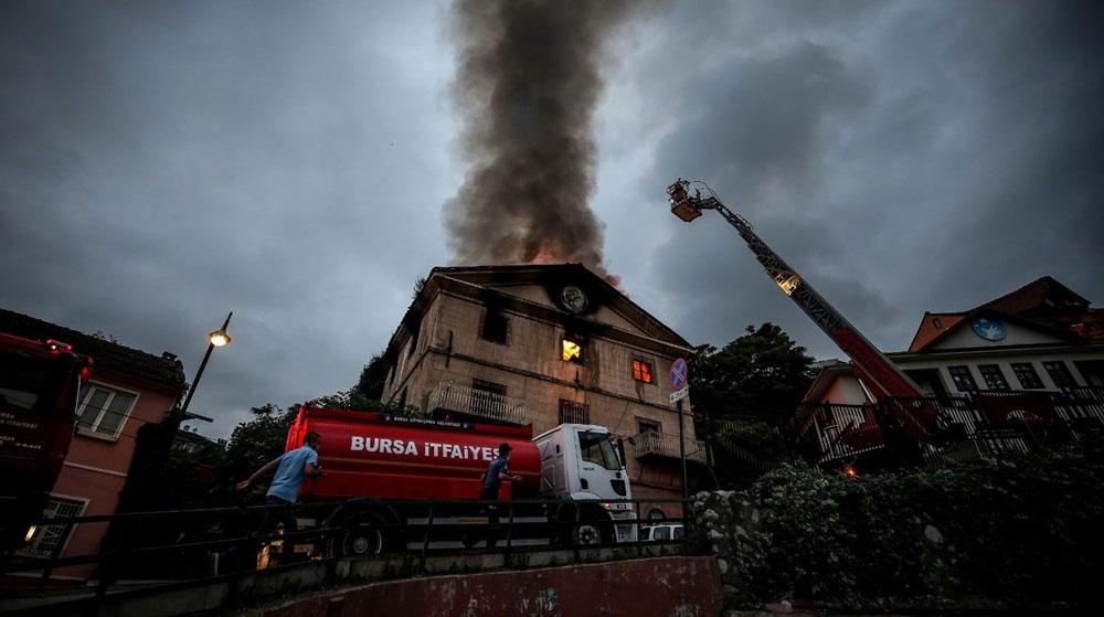 Bursa'da 2 Katlı Tarihi Bina Yandı