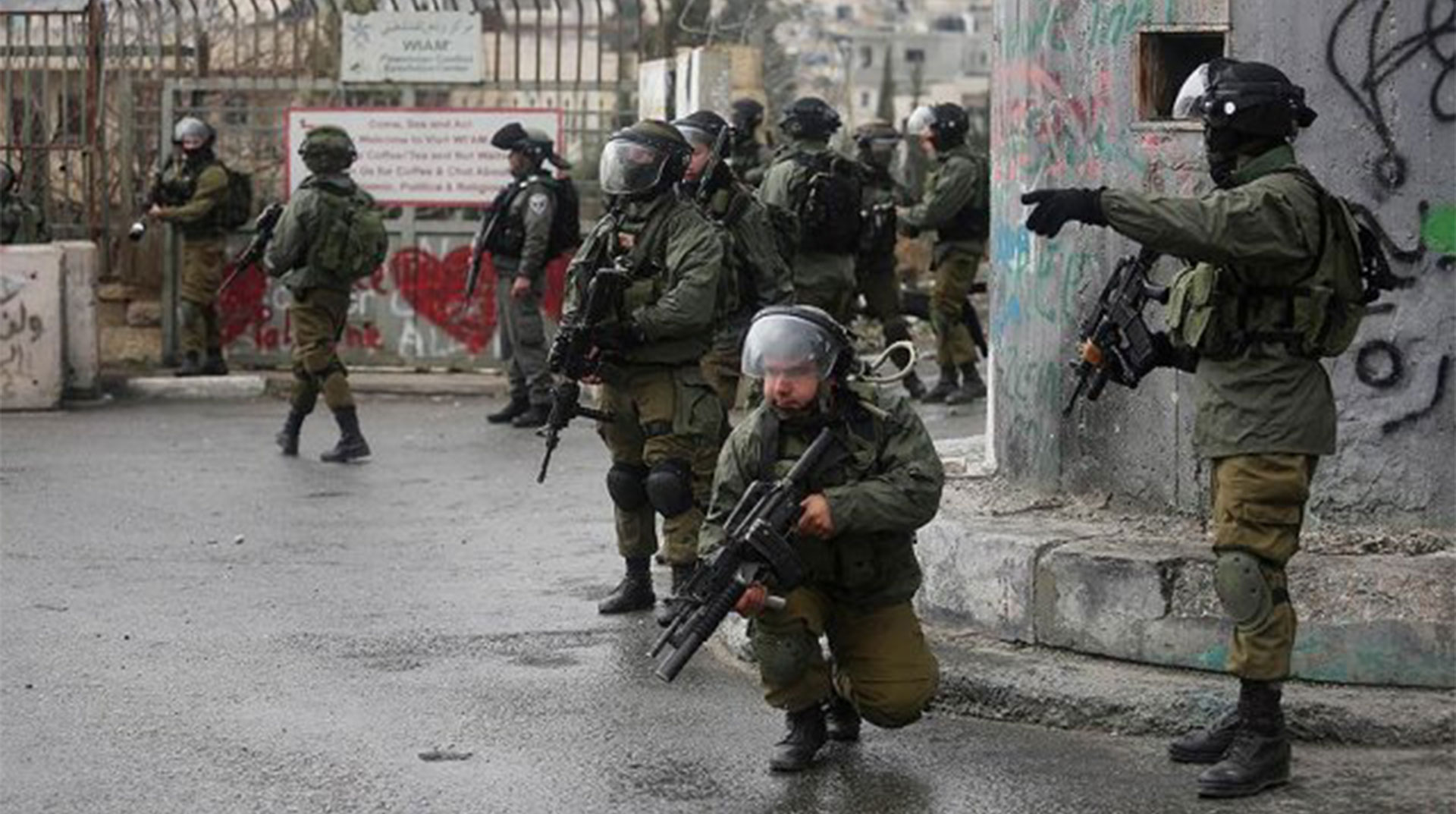 İşgal Yönetimi 10 Filistinliyi Alıkoydu