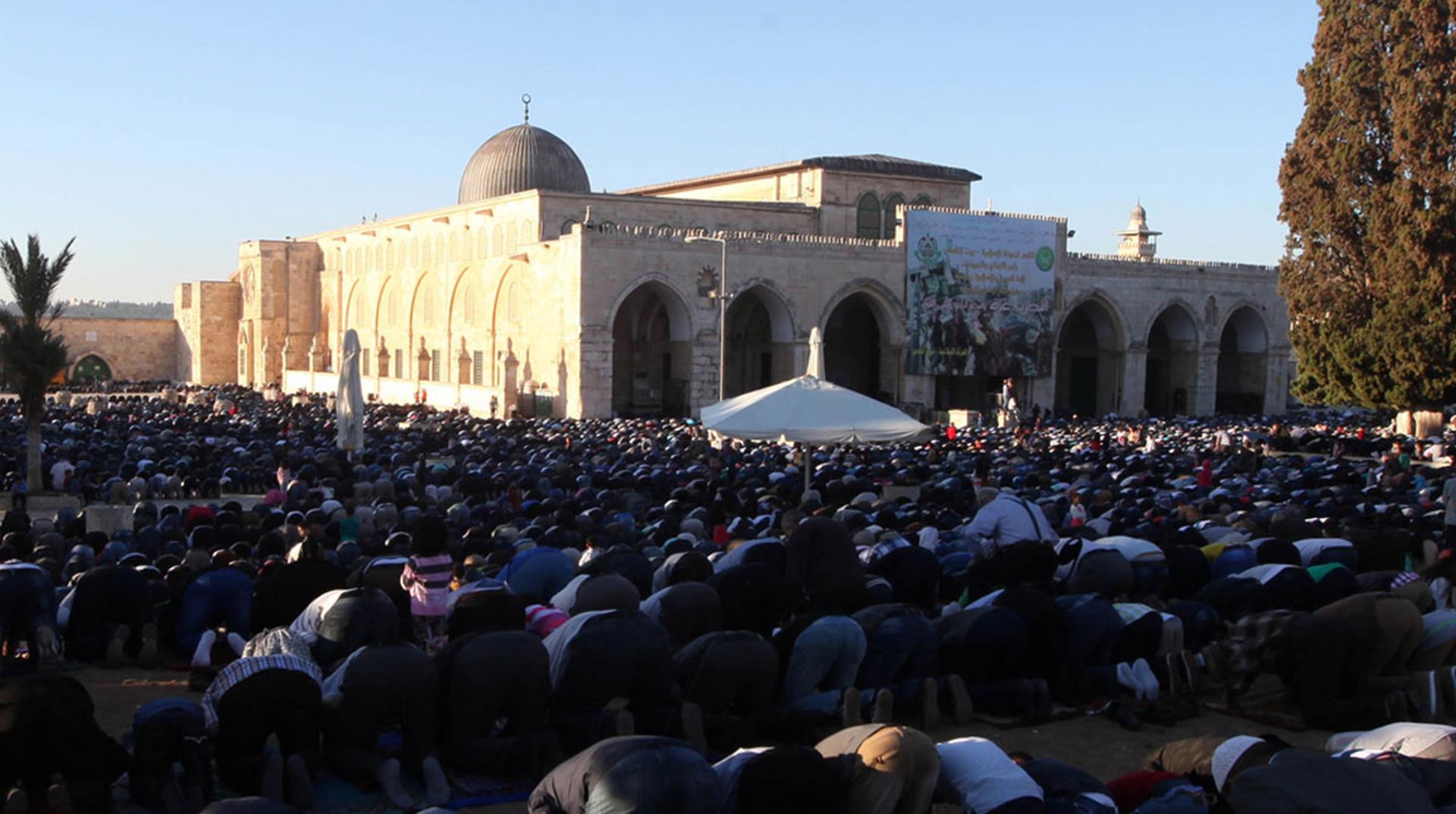 Aksa'da Cuma Namazı | Engellere Rağmen 35 Bin Müslüman Katıldı