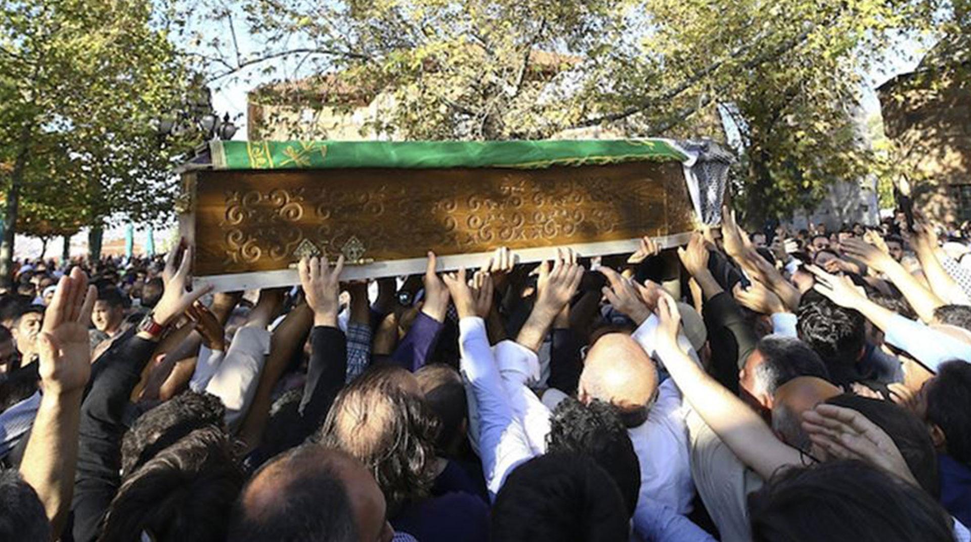 Yazar Nuri Pakdil Defnedildi