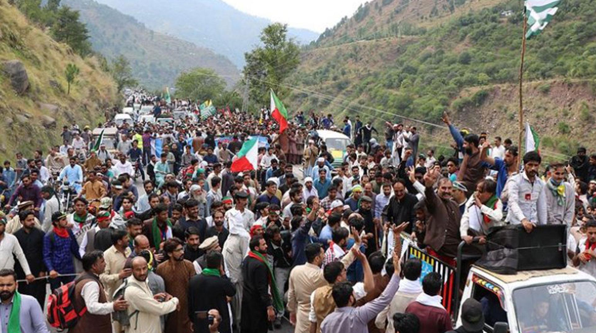 Pakistan'da Polis Engeli! Özgürlük İçin Yürüyenler Durduruldu