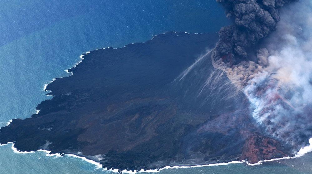 NASA Uzaydan Görüntüledi! Volkanik Ada 7 Kat Büyüdü