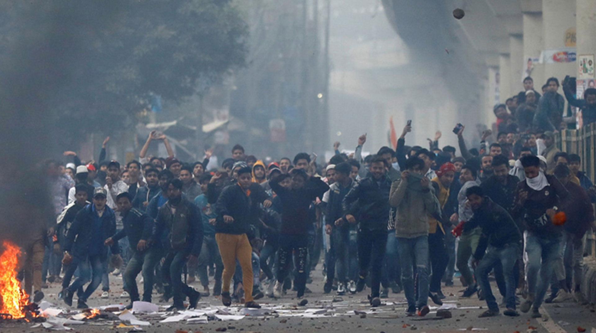 Hindistan'da Müslümanları dışlayan yasaya karşı gösterilerde ölü sayısı 17'ye yükseldi