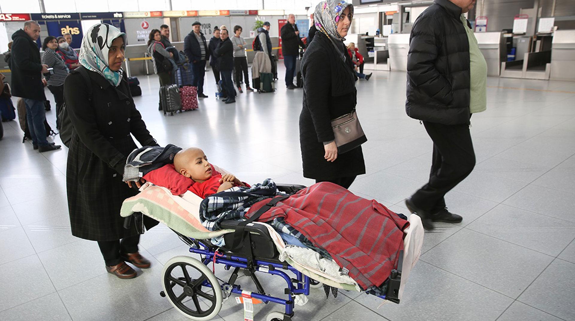 Ahmet Burhan Türkiye'ye Döndü! Annesi: Bir Çocuğun Hayatı ile Oynadılar