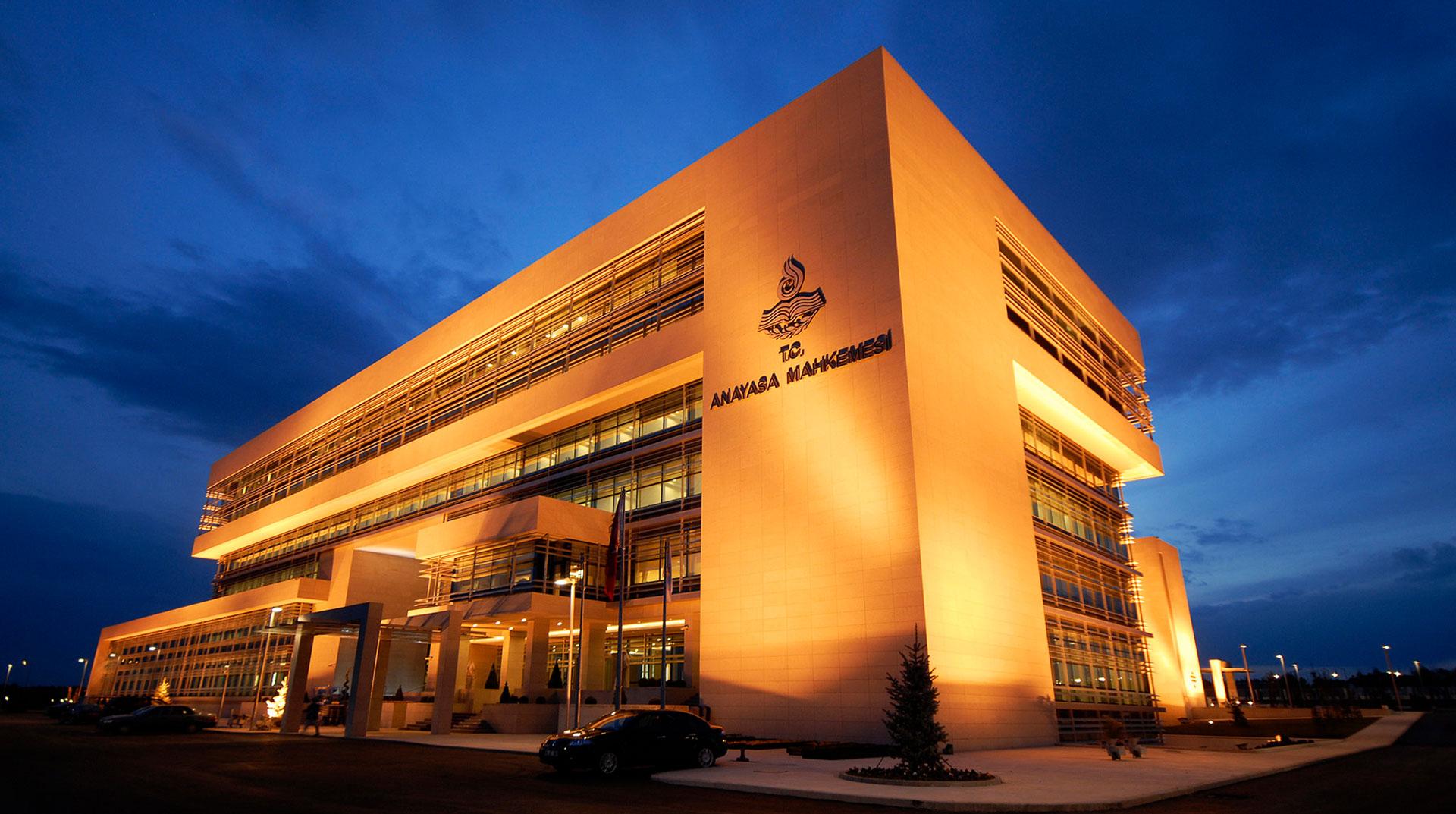 AYM, ilahiyat önlisans mezunlarına lisans imkanı kuralını iptal etti