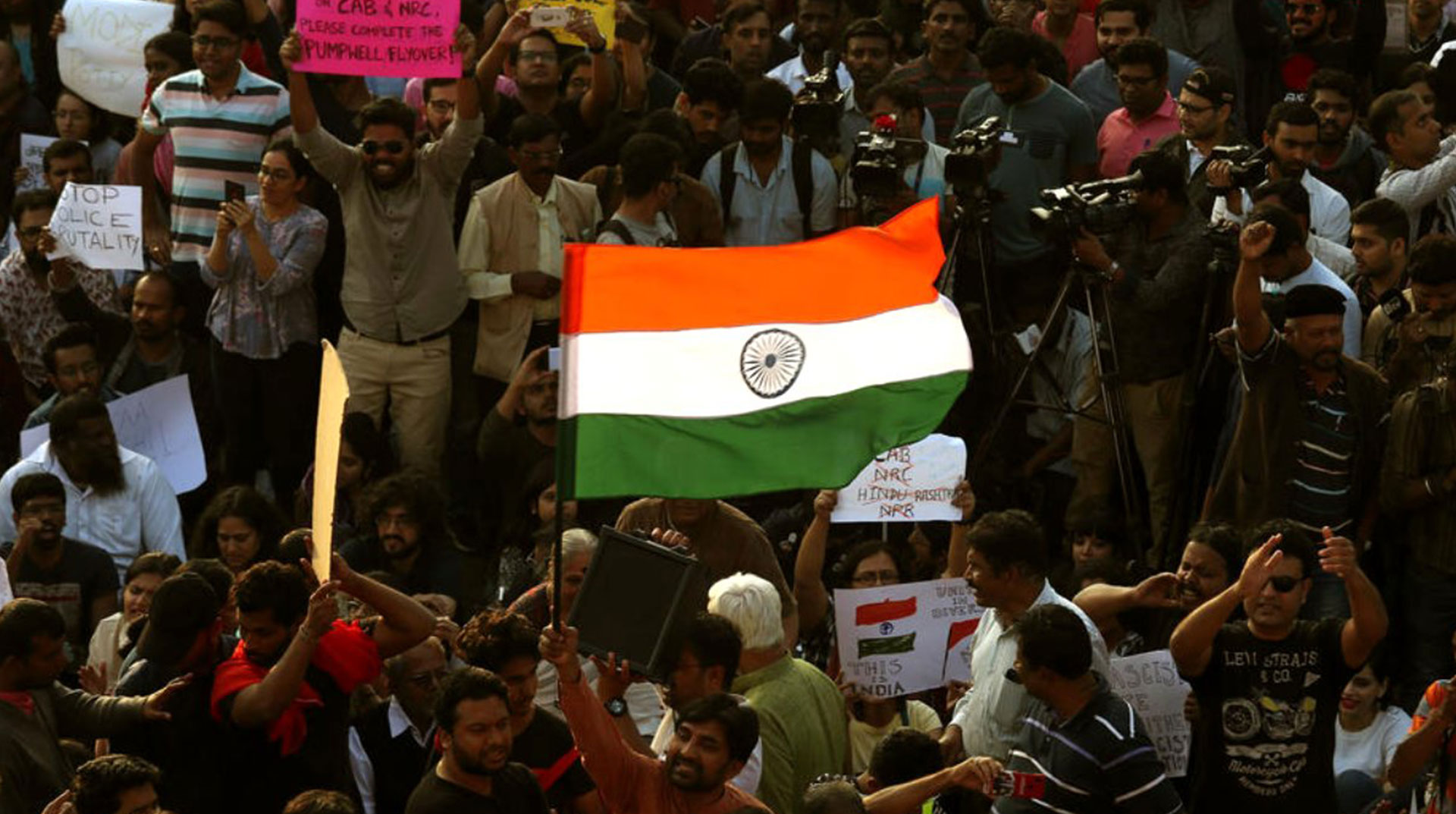 Hindistan'da Müslümanlara Karşı Yasa Gösterilerinde 23 Ölü