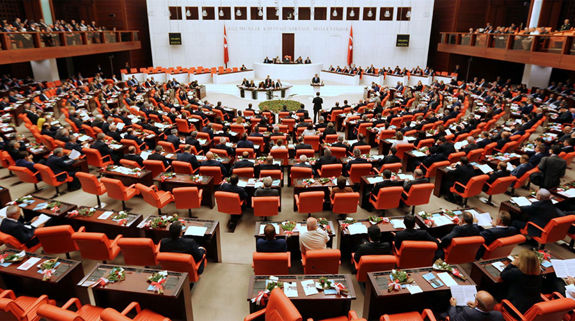 AKP, 95 maddelik yeni yasa teklifini Meclis'e sundu