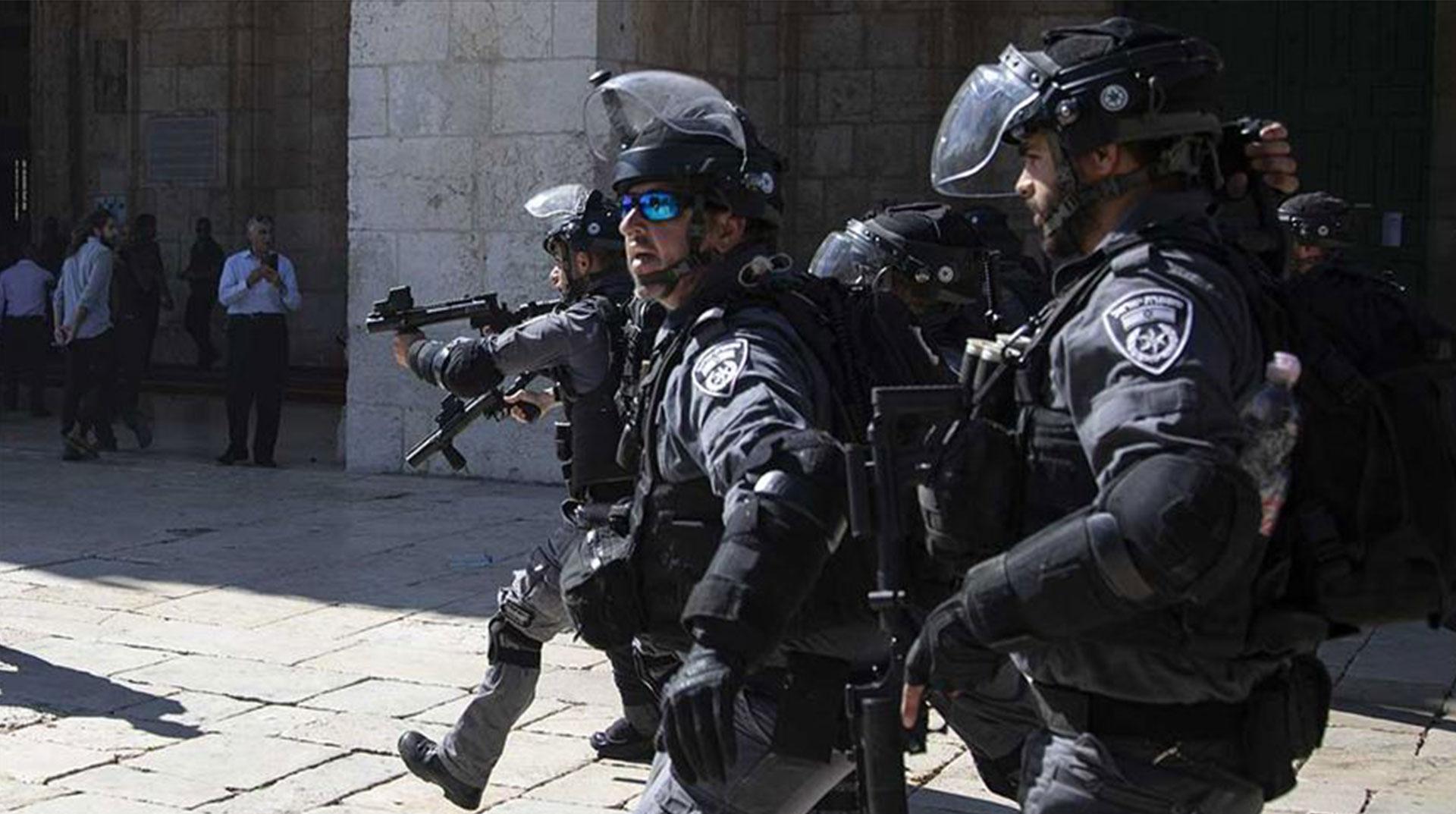 İşgal Yönetimi 10 Filistinliyi Gözaltına Aldı