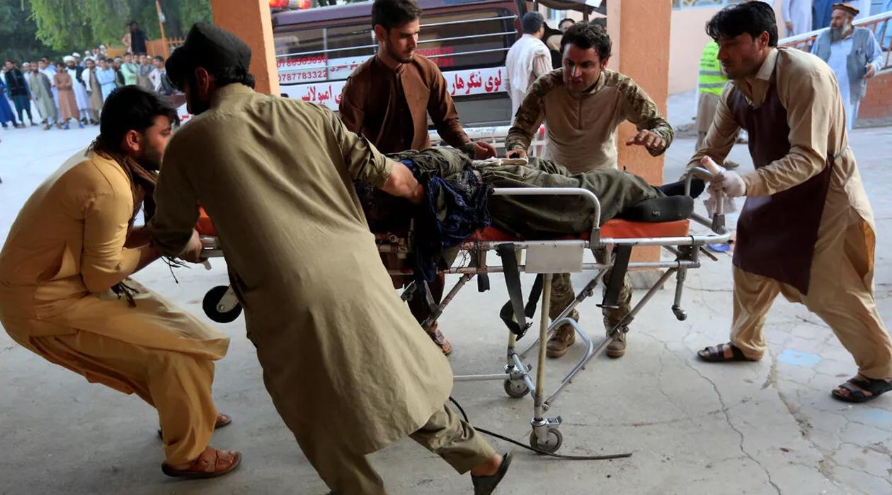 Afganistan'da Cuma namazına bombalı saldırı! Çok sayıda ölü ve yaralı var