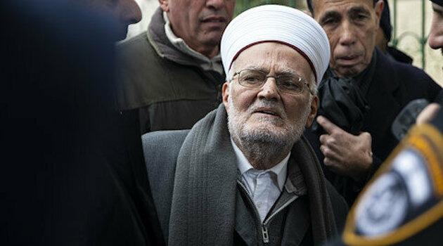 Siyonist İsrail'den Mescid-i Aksa imamı Şeyh Sabri'ye 4 saatlik sorgu işkencesi!