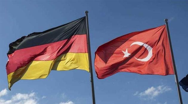 Almanya Türkiye'ye seyahat uyarısını kaldırmadı