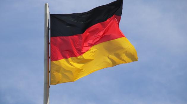 Almanya'da başörtülü kadınlar sözlü ve fiziksel saldırıya uğruyor
