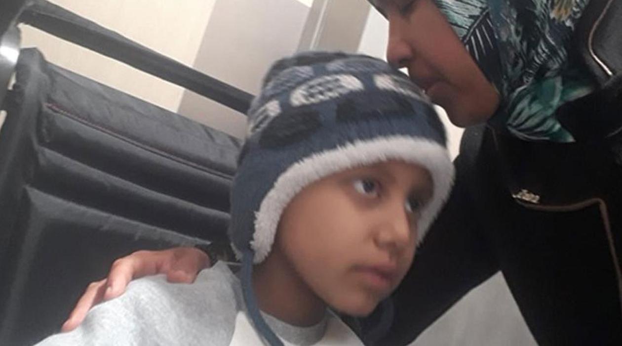 Kanser hastası Ahmet'in annesine yeniden yurt dışı yasağı