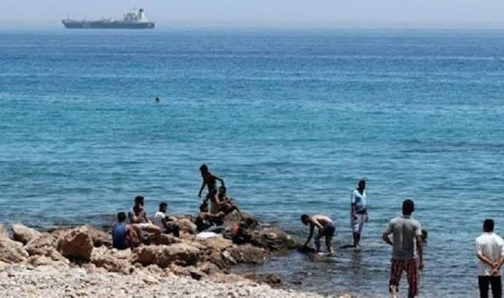 1 Çocuğu kurtarmaya giden 11 kişi boğuldu