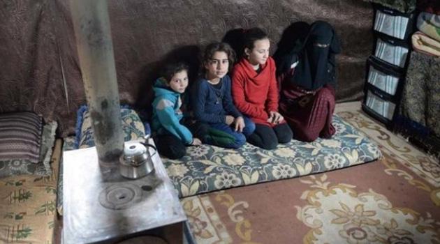 Suriye'deki saldırılardan kaçan ailenin 7 aylık bebeği donarak öldü