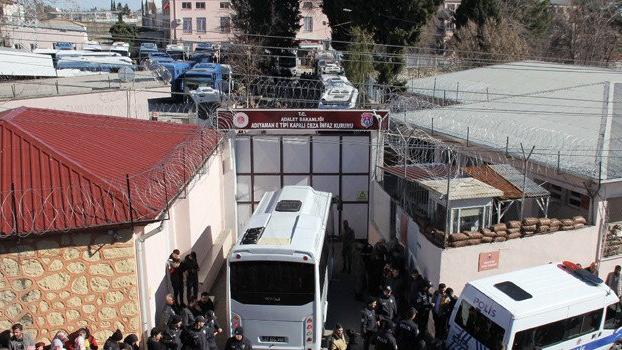 Depremde hasar gören Adıyaman Cezaevi tamamen boşaltıldı