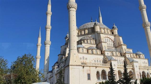 Adana'da cuma namazı kılınacak cami ve alanlar