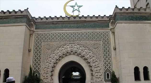 Fransa'da camilerde ibadete izin çıktı