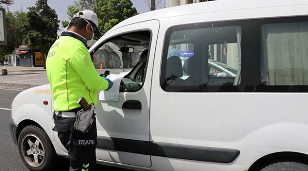 İzmir'de sokağa çıkma kısıtlamasına uymayan 23 kişiye ceza