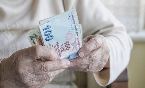 İçişleri Bakanlığı'ndan 65 yaş üstünde olanların maaş ödemeleriyle ilgili açıklama