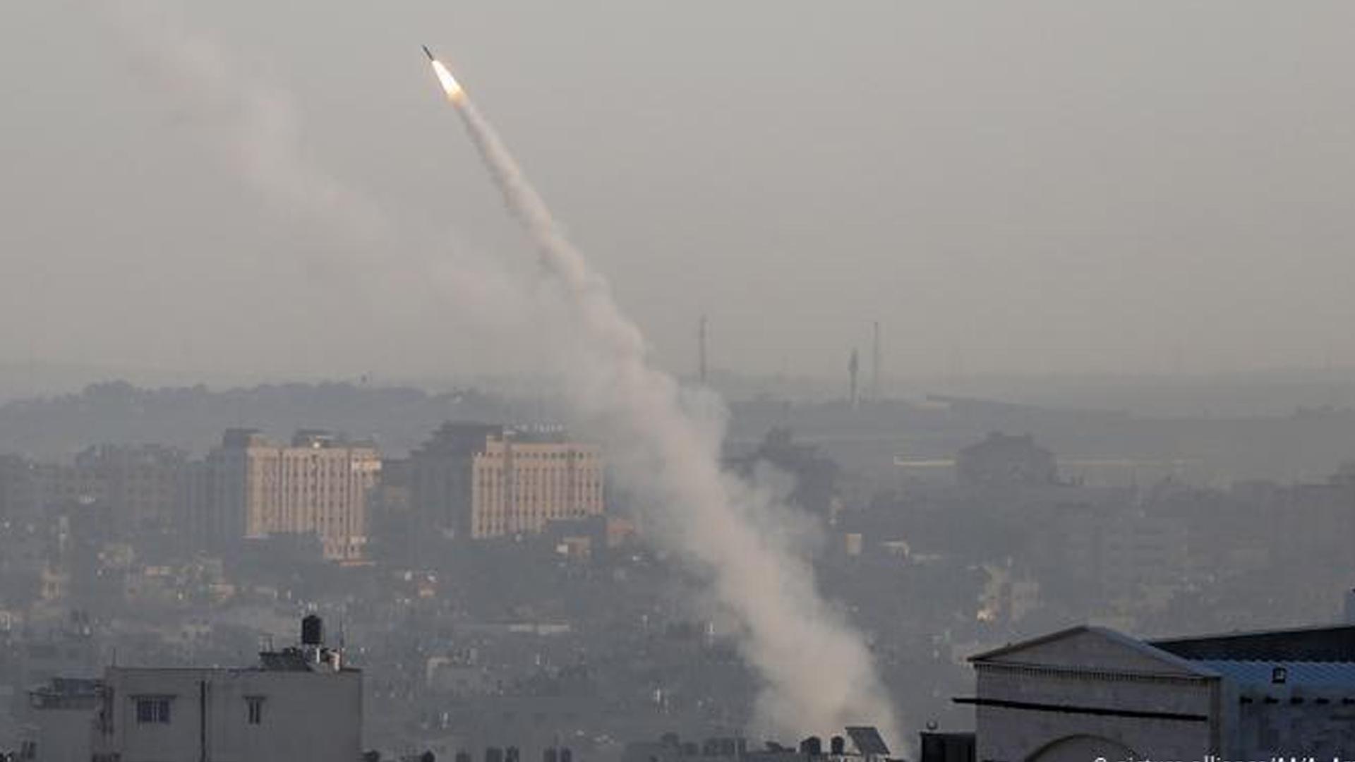 Siyonist İsrail'in hava saldırılarına İslami Cihad roketlerle karşılık veriyor