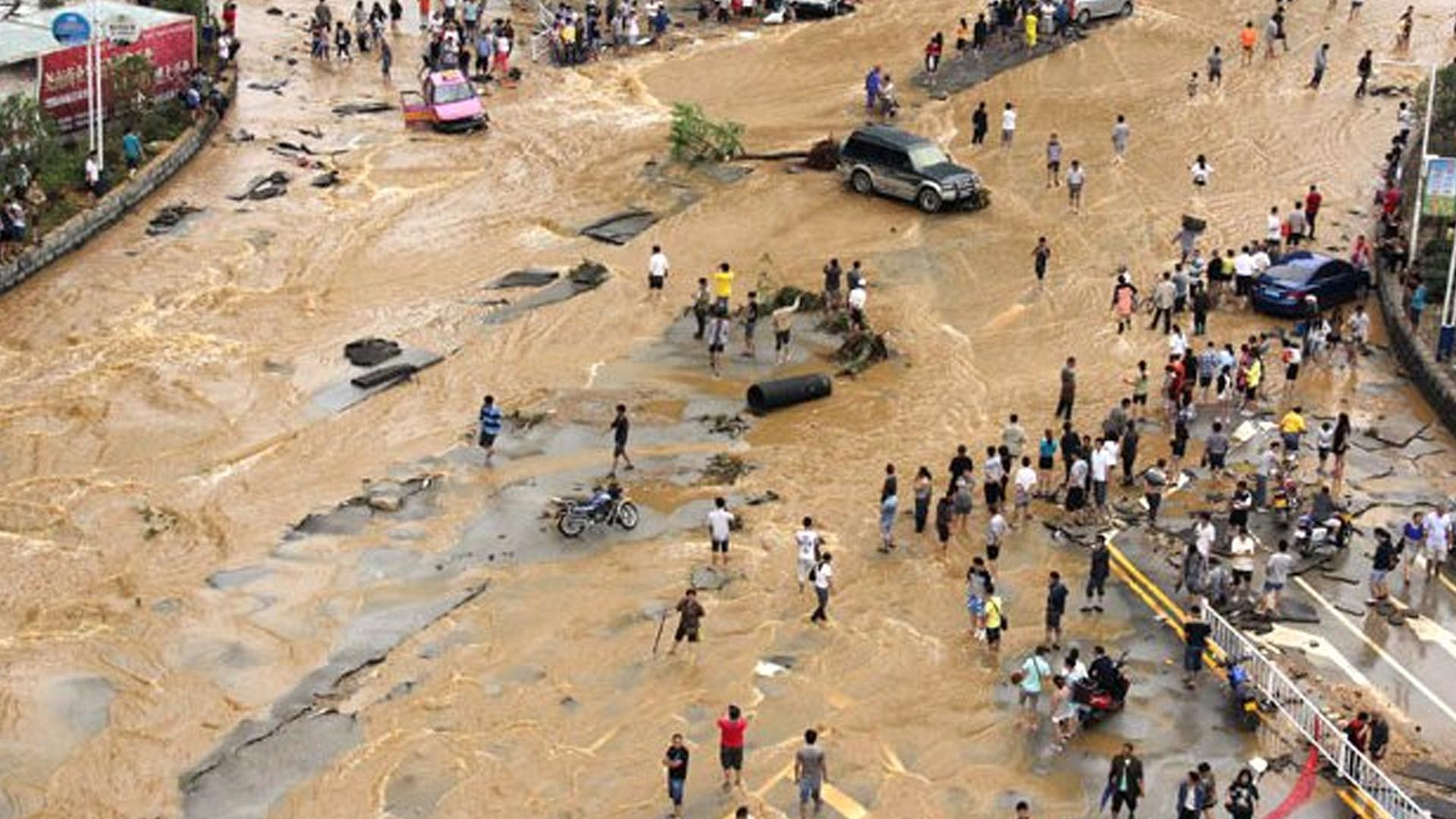 Çin'de Oluşan Sellerde En Az 200 Kişi Öldü