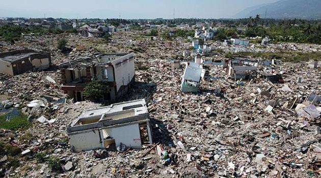 Endonezya'da bir ayda 924 deprem