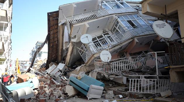 Elazığ ve Malatya'da yıkılan binalara iki ayrı soruşturma başlatıldı