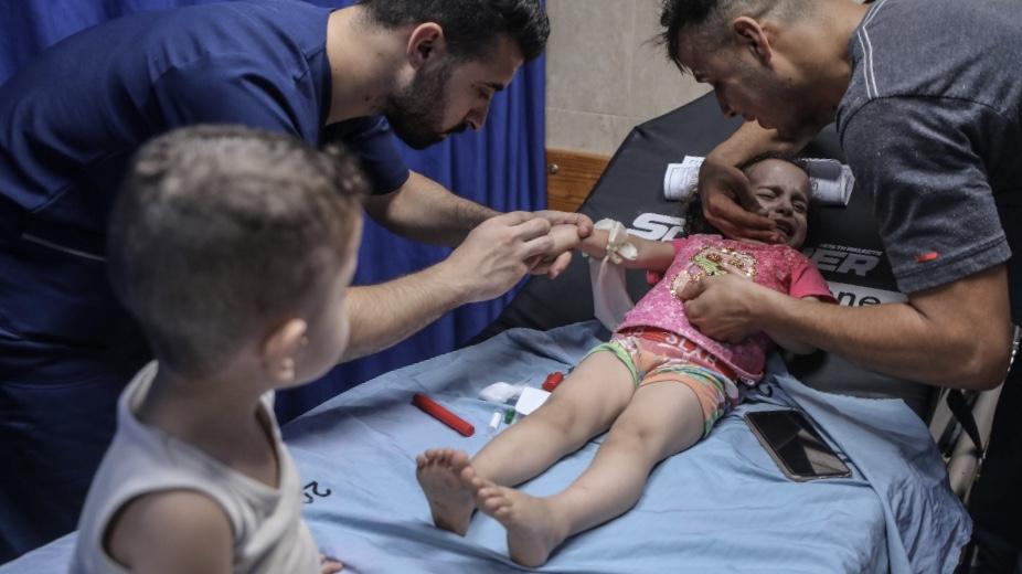 Katil İsrail'den Gazze'ye hava saldırısı: 3 yaşındaki bir çocuk yaralandı