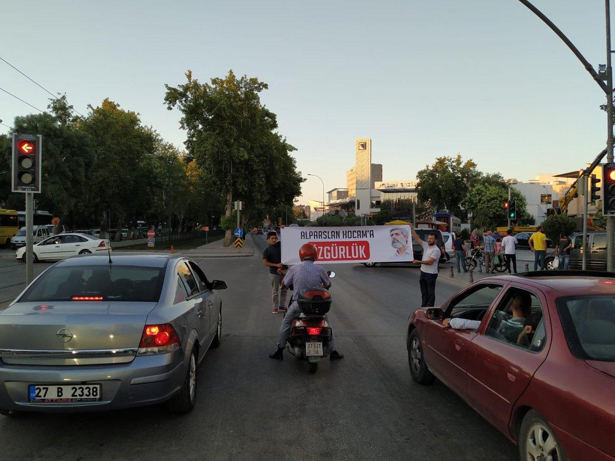 Furkan Gönüllülerinden Yayalara Yanan Yeşil Işık Esnasında Pankartlı Eylem!