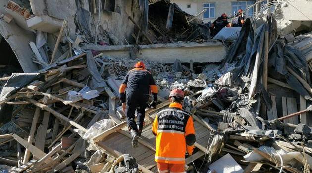 Elazığ depreminde hayatını kaybedenlerin sayısı 36'ya yükseldi