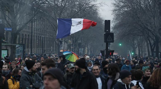 Fransa'da hükümetten emeklilik yaşında geri adım