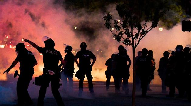 ABD'de 'siyahi öfke' dinmedi. 25 şehirde sokağa çıkma yasağı ilan edildi