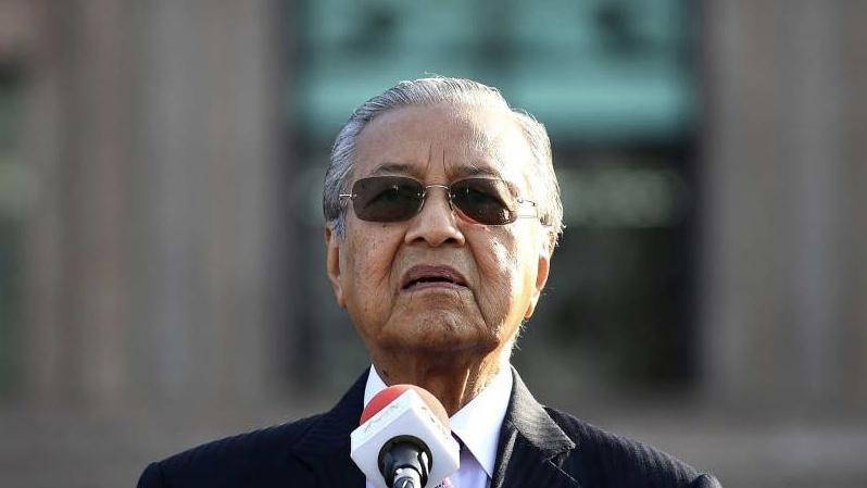 Malezya Başbakanı Mahathir istifa etti