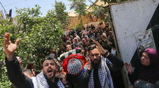 Katil İsrail zindanlarında şehit olan Filistinli toprağa verildi