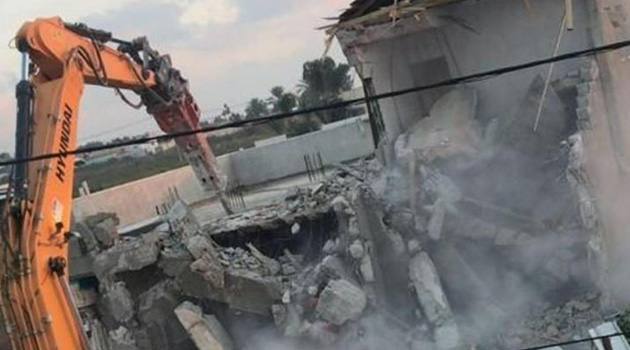 Siyonist işgalciler Filistinli 8 ailenin daha evini yıktı